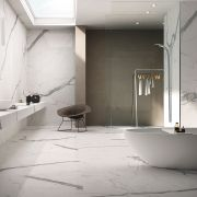 slab-maxfinemarmi_iri-001-697-contemporary-white_offwhite_inspiration.jpg